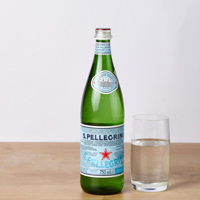 Газирана вода San Pellegrino стакло