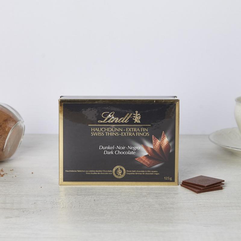 Бонбоњера со тенки мали штангли од темно чоколадо