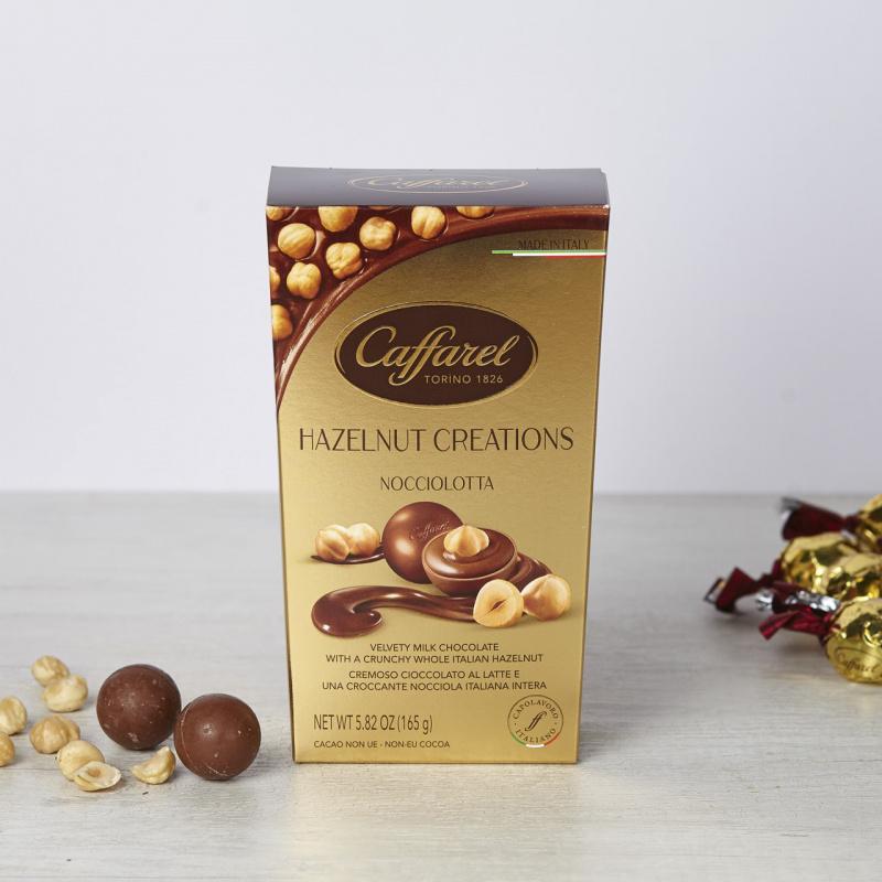 Пралини од млечно чоколадо со цели лешници