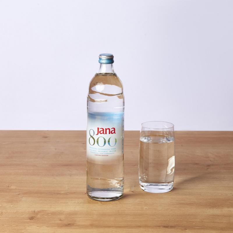 Минерална негазирана вода Jana стакло