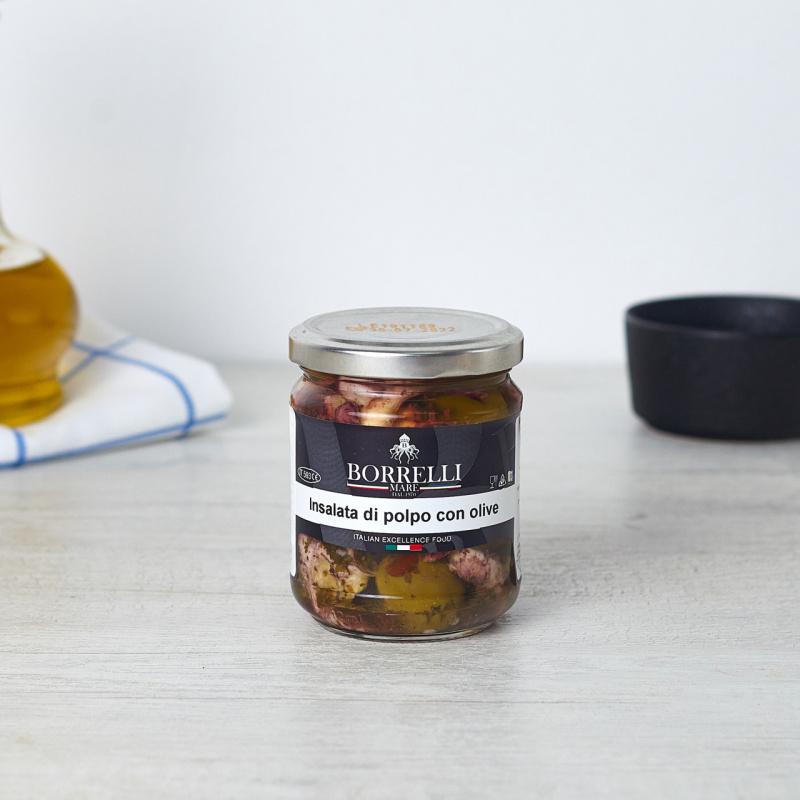 Салата со октопод и маслинки